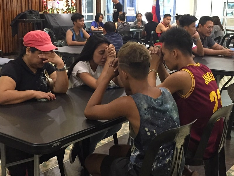 StoryRunners - Tagalog School of Storying - basketball players pray