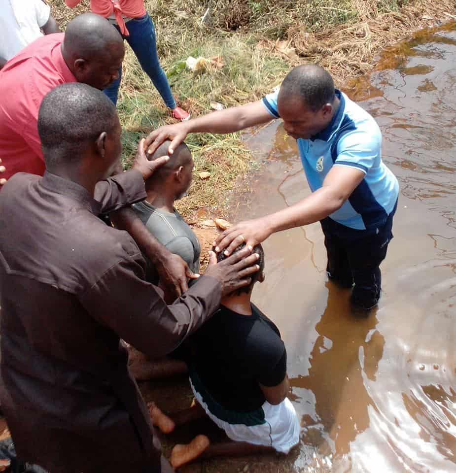 Man insists to be baptized after hearing Ethiopian eunuch story - StoryRunners - #GivingTuesday - #GivingStoryDay